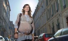 Беременная vs модель: кому скорее помогут на улице