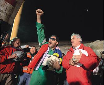 54-летний Луис Урсуа пробыл под землей дольше всех.