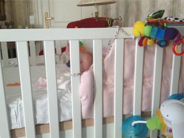 Дочь Виктории Бони уже спит в отдельной кроватке.