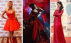Оденься в красное: эффектные фото девушек