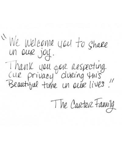 """""""Мы приглашаем вас разделить с нами минуты радости! И благодарим за то, что вы с уважением относитесь к нашей личной жизни"""" - таким обращением сопроводила чета Картер публикацию первых кадров из семейного архива."""