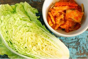 Салат из китайской капусты и крабовых палочек