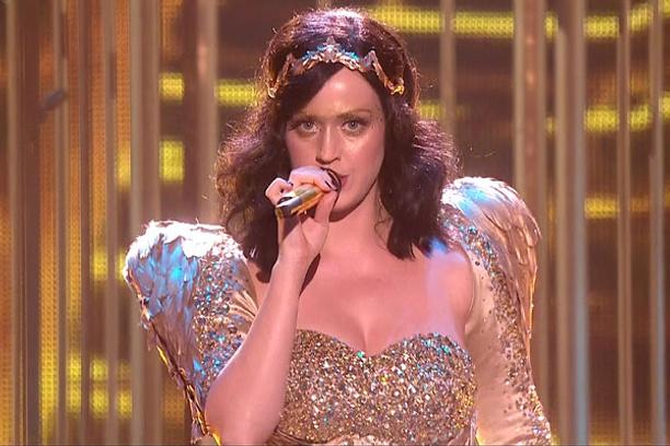 Кэти Перри на концерте шоу The X Factor