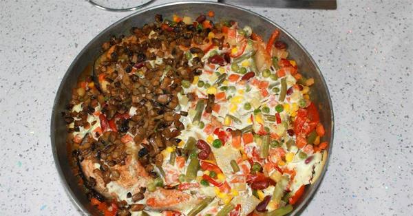 Семга запеченная с овощами: рецепт с фото - Рецепты