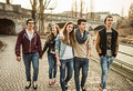 Зачем подростку компания?