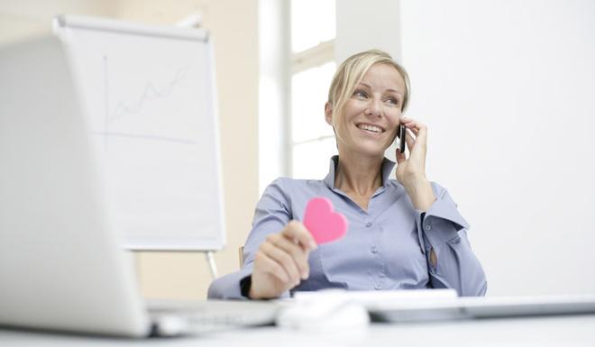 Психологи утверждают, что отношения, возникшие на работе, могут стать залогом крепкой семьи. Мужчина и женщина в офисе в первую очередь – партнеры, которые умеют друг друга слушать, сообща решать проблемы и идти на компромисс.