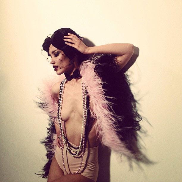 Виктория Дайнеко показала грудь