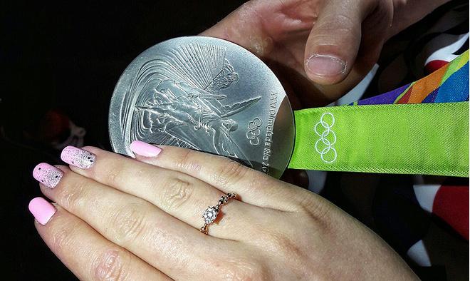 Давид Белявский, гимнаст, олимпийский чемпион, с невестой Марией, фото