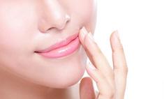 Уход за губами: избавление от шелушения