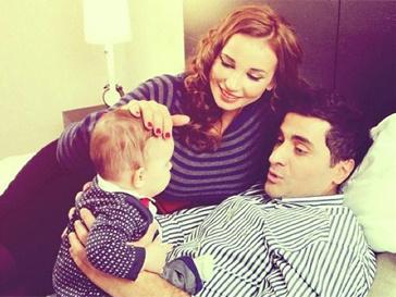 Анфиса Чехова с мужем и сыном.