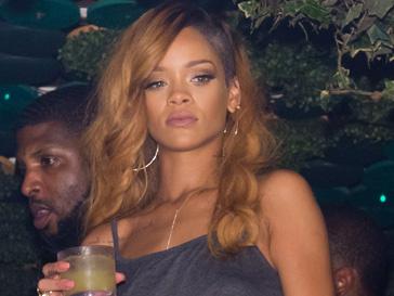 Рианна (Rihanna) подала в суд на Topshop