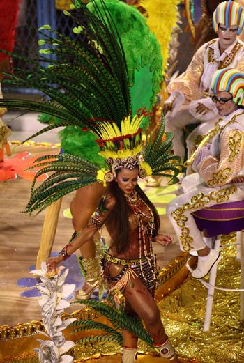Бразильскую самбу отличает откровенность не только движений, но и костюмов