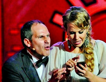 Ведущие церемонии Михаил Шац и Ксения Собчак