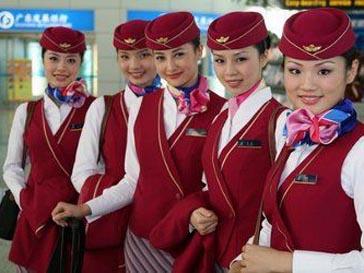 Гонконгские стюардессы теперь будут решать вопросы в два приема