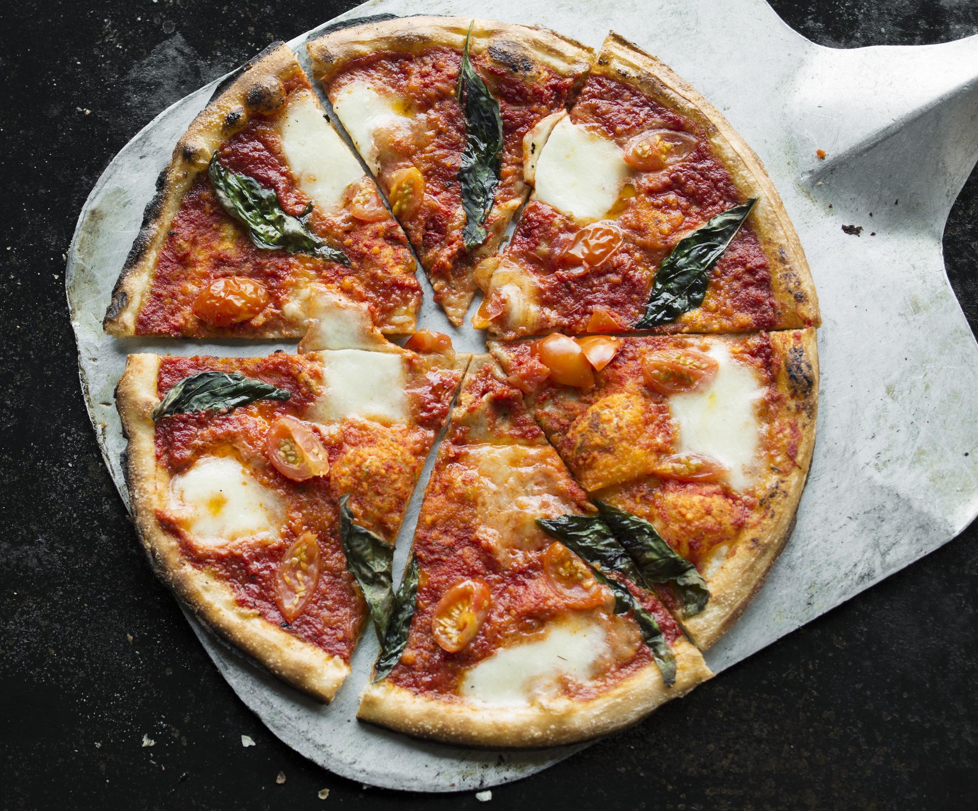 Вкусное тесто для пиццы-дрожжевое и без дрожжей рецепт быстрой пиццы как в пиццерии