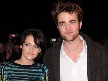 Роберт Паттинсон (Robert Pattinson) и Кристен Стюарт (Kristen Stewart) все реже появляются вместе