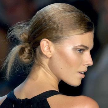 Сделать красивый пучок из волос