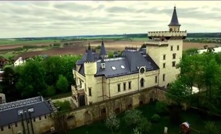 Пугачева и Галкин показали свой замок