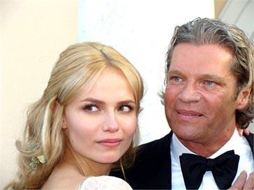 Наташа Поли (Natasha Poly) и Петер Баккер (Peter Bakker) поженились в минувшие выходные