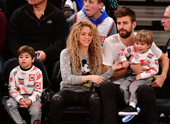 Шакира с детьми фото
