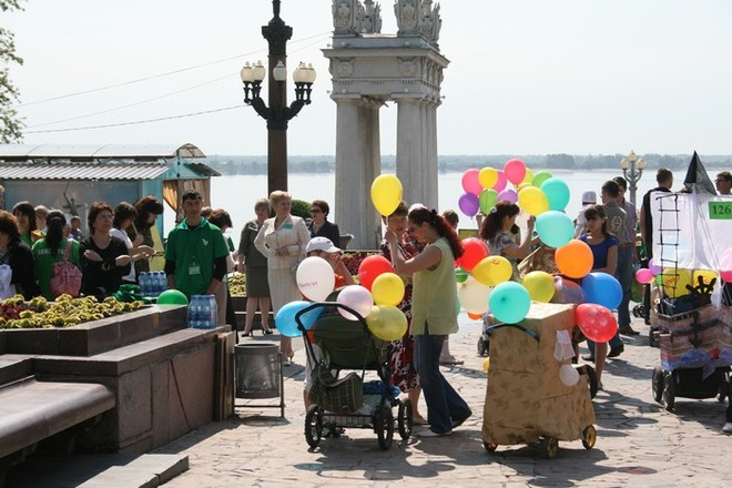 В День семьи в Волгограде влюбленные поженятся в шуточном ЗАГСе