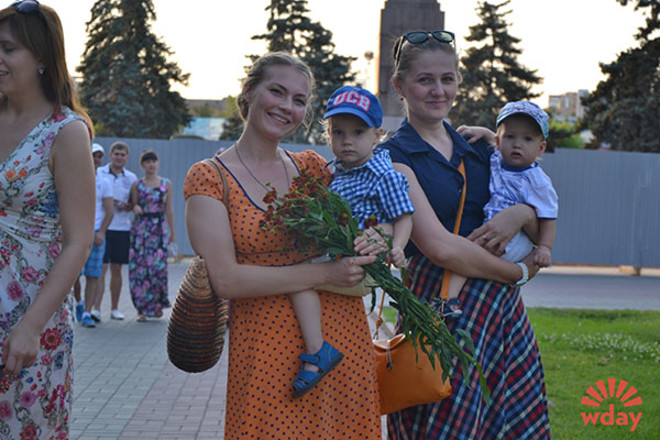 """Флешмоб """"День женственности"""" в Волгограде 1 августа 2014"""