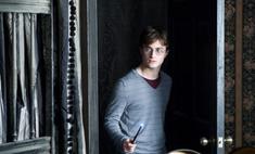 Огонь охватил школу волшебства Гарри Поттера