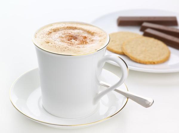 Пить кофе с молоком