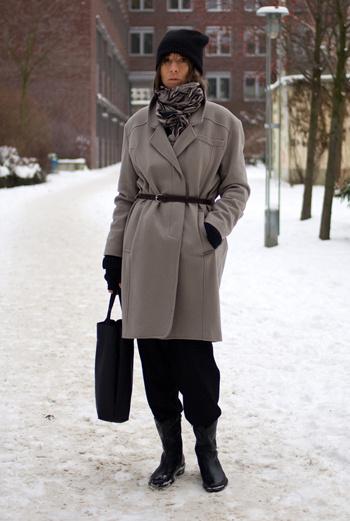 Жительница Берлина остановилась на сочетании серого и черного. Лаконично и стильно.