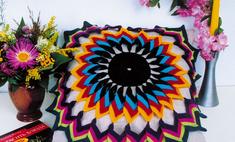 Салфетка из разноцветных ниток