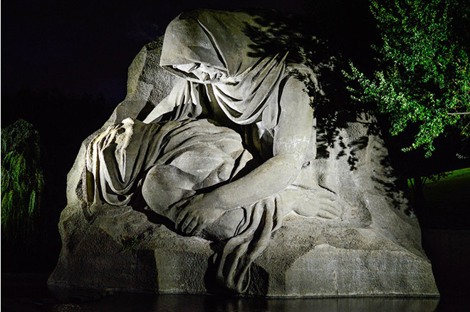 Скульптура Скорбящей матери