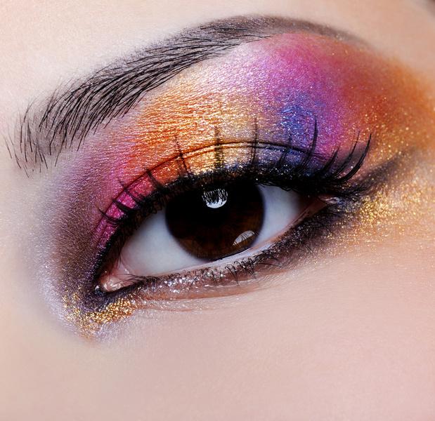 «Посмотрите, какие у меня большие глазки» – вот что сообщает нам этот макияж.