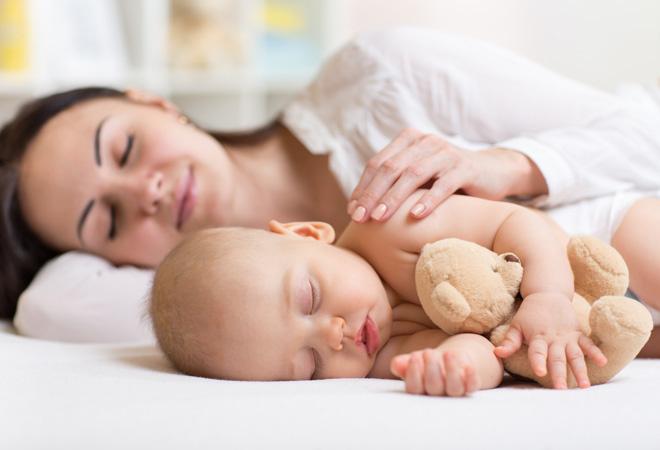 Ребенок спит в родительской кровати. Чем это грозит?
