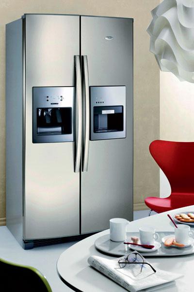 Единственный в своем роде холодильник Side-by-Side 20RI D4 ESPRESSO (Whirlpool), 60 000 руб. Помимо диспенсера и ледогенератора он также оснащен встроенной кофеваркой эспрессо.