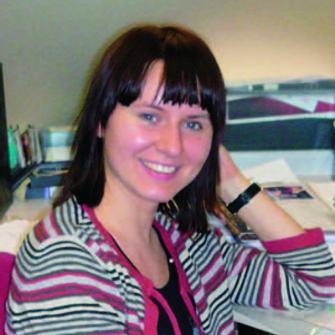 – в 2004 году закончила факультет мировой экономики РГГУ, сейчас – менеджер по работе с клиентами международного рекламного агентства.