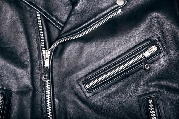 Как смягчить кожу на куртке?