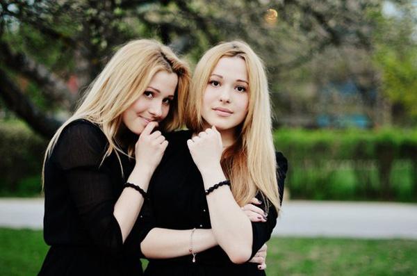 Маша и Настя Толмачевы