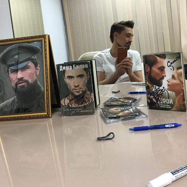 Билан в гримерке после концерта в Красноярске