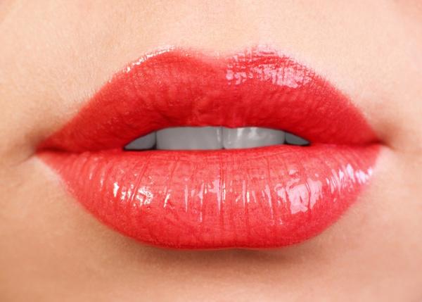 Как сделать губы пухлыми с помощью макияжа? Макияж для увеличения губ