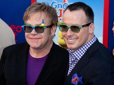 Элтон Джон (Elton John) и его супруг давно дружат с Леди ГаГа (Lady GaGa)