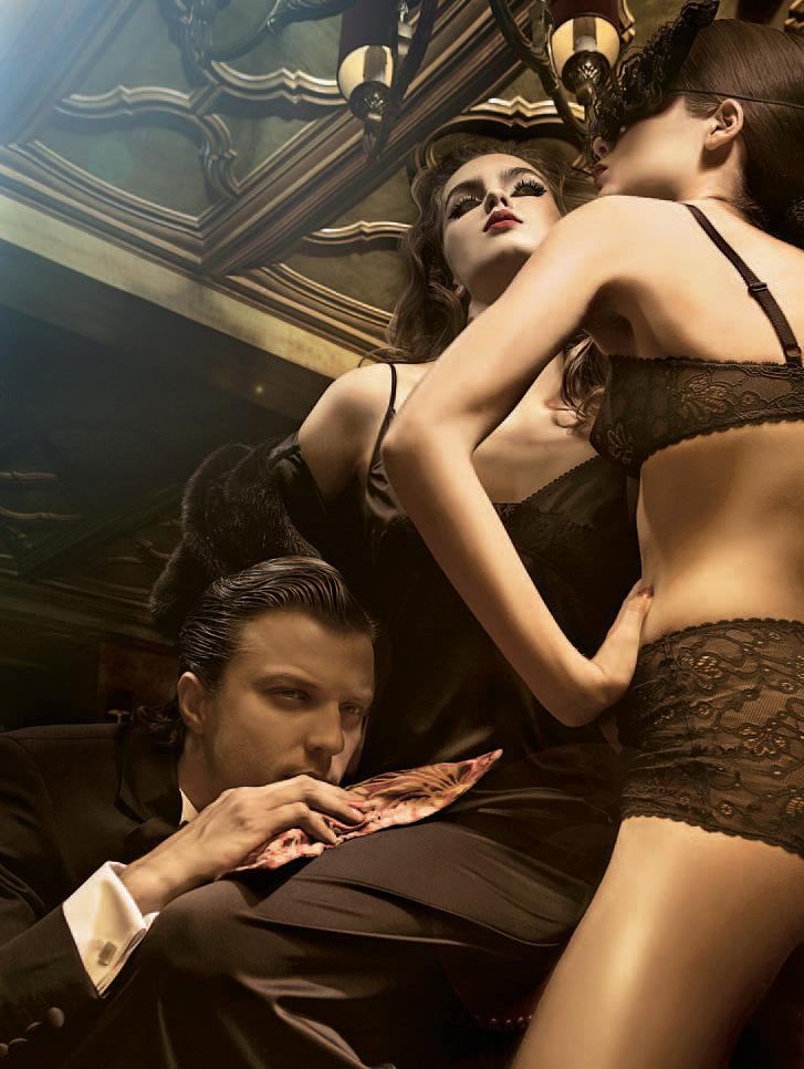Секс втроём смореть онлайн 19 фотография