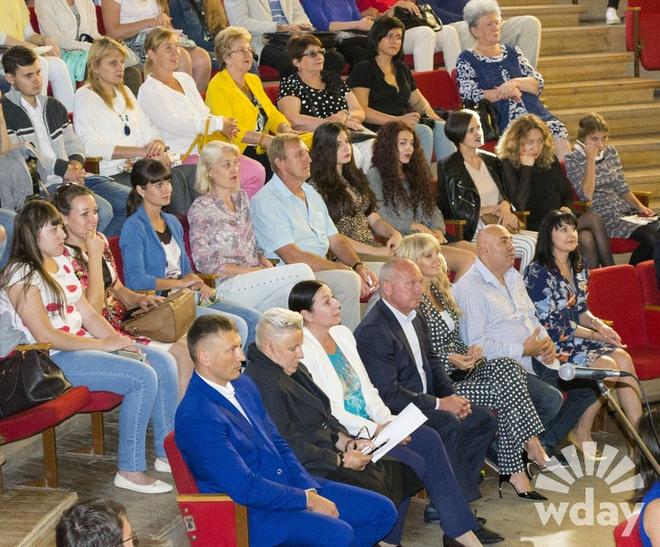 Празднование Дня города в Волгограде завершилось красочным салютом