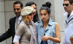 Дочь Мадонны Лурдес променяла маму на iPhone