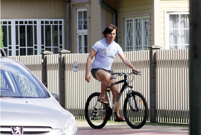 Он будет долго гнать велосипед...