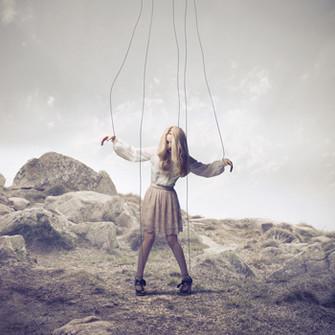 От того, как нас воспитывали в детстве, во многом зависит наша способность сопротивляться манипуляции