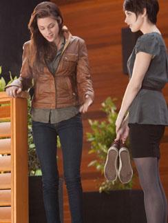 """Кристен Стюарт (Kristen Stewart), кадр из фильма """"Сумерки. Сага. Рассвет. Часть 1"""""""