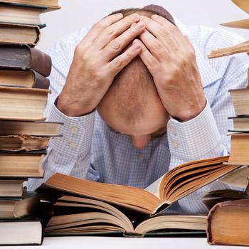 RUNOV SCHOOL предлагает совершенно иной подход к изучению языков, при котором совсем не обязательно перелопачивать массу учебников.
