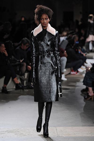 Неделя моды в Париже: показы Alexander McQueen и Paul & Joe ready-to-wear осень — зима 2015-2016   галерея [1] фото [3]