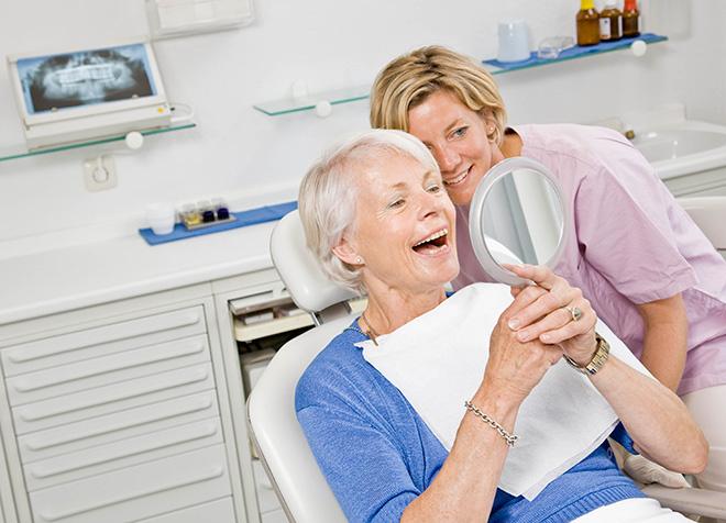 льготное протезирование зубов для пенсионеров сообщил