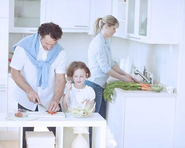 Фразы, которыми запрещено встречать мужа с работы